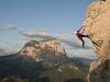 Italien Trtentino-Südtirol Südtirol Dolomiten Gröden Grödner Tal Grödner Joch Klettern an der Kleinen Cirspitze im Hintergrund der Langkofel