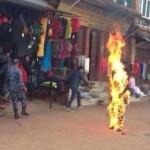 Occupazione cinese in Tibet: un altro giovane si dà fuoco in Nepal. Sono 101 ad oggi le vittime