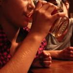 Bere da giovani aumenta il rischio di cancro al seno