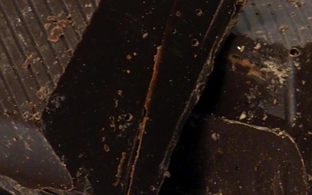 cioccolato fondente e carie