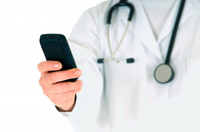 Doctor-with-Smartphone