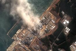 Immagine satellitare dopo l'esplosione di ieri al reattore 3 di Fukushima