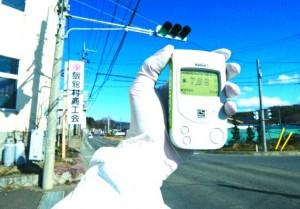 Rilevatore Geiger. Foto scattata presso la cittadina di Iitate, a 40 km da Fukushima indica 7,66 micro-sievert per ora. Crediti: Greenpeace