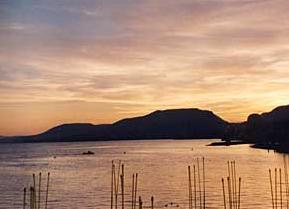 solare galleggiante su un lago