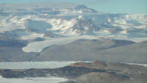 Resti di antichi rilievi nelle arenarie in Antartide e collegamenti con eventi globali