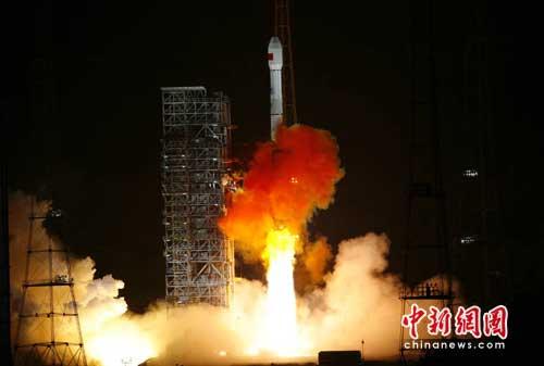 Lancio in diretta di un nuovo satellite del sistema Beidou alla TV di stato cinese