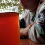 Alcol e droga minacciano la crescita dei testicoli dei giovani italiani
