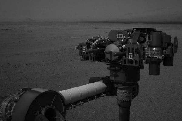 Braccio robotico di Curiosity con sensori del vento danneggiati