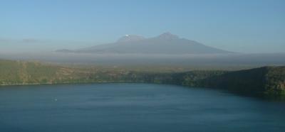 Il lago Challa con il Kilimangiaro sullo sfondo.  Crediti foto: Stephan Opitz