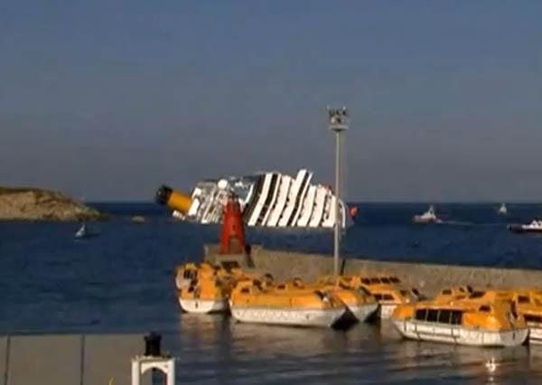 Costa Concordia dal porto Giglio