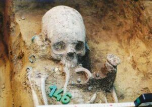 Crani deformi in un antico cimitero svelano una comunità multiculturale di transizione