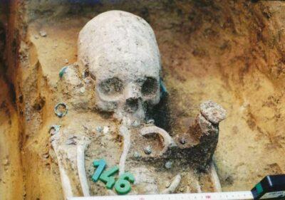Cranio di donna, dalla tomba 43. Crediti: Wosinsky Mòr Museum Szskszàrd, Ungheria