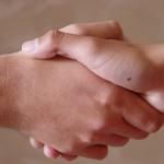 Ospedali: sostituire la stretta di mano con gli inchini