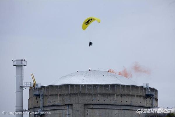 Greenpeace, attivista vola dentro centrale nuclearare francese. Crediti Foto: © Lagazeta / Greenpeace