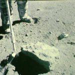 Una roccia 'rugginosa' rivela un probabile interno 'secco' della Luna