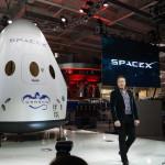 Elon Musk svela SpaceX Dragon V2 per il trasporto di esseri umani