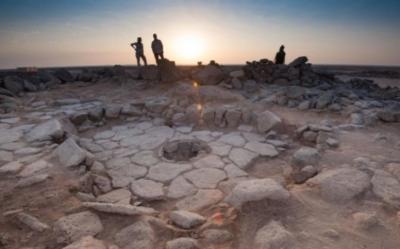 Una delle strutture in pietra del sito di Shubayqa 1. Nel centro, il camino dove è stato trovato il pane (crediti: Alexis Pantos)