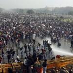 India, non si fermano violenze contro donne, mentre politici promettono leggi