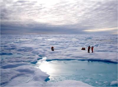 Campo di lavoro sui ghiacci del Mar Glaciale Artico (crediti: Thomas A. Brown e Simon T. Belt)